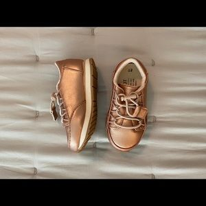 TOMS little girl sneakers 💗 Rose gold 💗 size 5